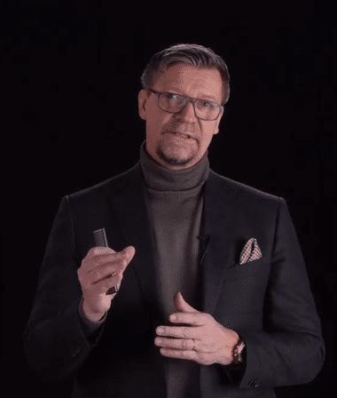 Menestysvalmentaja Jukka Jalonen.